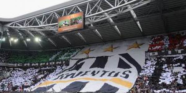 Striscione tifosi Juventus inneggia alla strage di Superga: Noi di Torino orgoglio e vanto voi solo uno schianto